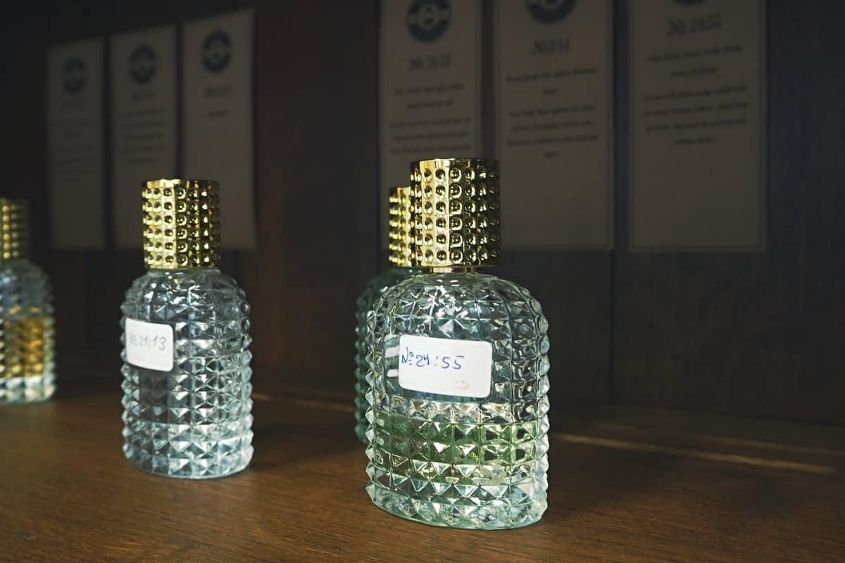 kouzelník s parfémy jsem žena