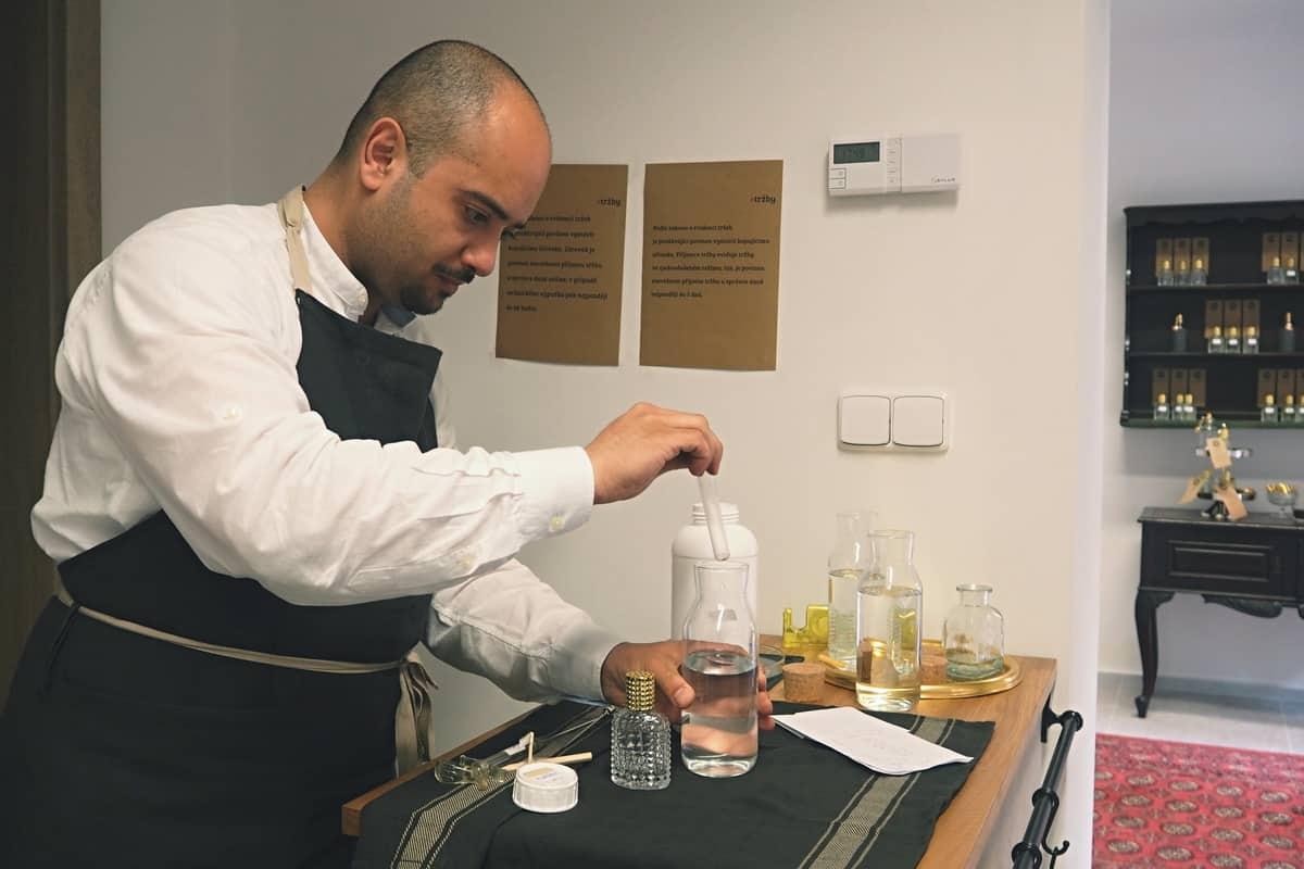 kouzelník s parfémy jana kuželová