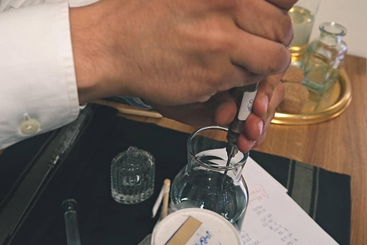 kouzelník s parfémy jana kuželová3